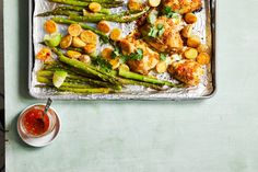 Apricot Glazed Chicken with Potatoes & Asparagus Sunday Dinner Recipes, Sunday Dinners, Dinner Ideas, Healthy Cooking, Cooking Recipes, Clean Recipes, Healthy Recipes, Chicken Eating, Glazed Chicken