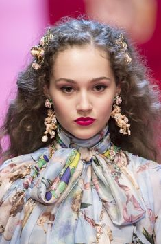 Dolce & Gabbana, Spring 2018 - Dazzling Hair and Beauty Details Straight From the Milan Runways - Photos