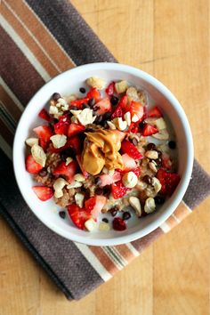 garden-of-vegan:  Strawberry chocolate oats (oatmeal with brown sugar, chopped strawberries and chocolate chips) topped with extra strawberries, chocolate chips, raw cashews, and peanut butter.