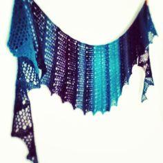 Free Knitting Pattern - Women's Shrugs, Wraps & Capes: Seifenblasen Lace Scarf