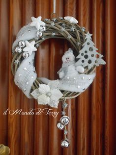 DSCN8356 Christmas Images, Christmas Projects, Christmas Time, Homemade Crafts, Diy And Crafts, Wooden Wreaths, Christmas Tree Wreath, Xmas Decorations, Christmas Inspiration