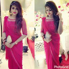 Lovely Escorts in Karachi - Karachi Escorts - Call 03006921177 Sari Design, Sari Blouse Designs, Saree Blouse Patterns, Kurta Designs, Dress Designs, Simple Sarees, Trendy Sarees, Indian Designer Outfits, Designer Dresses