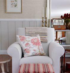 Sarah Richardson   Living Room   Pink   Gray   White   Grasscloth   Wainscoting