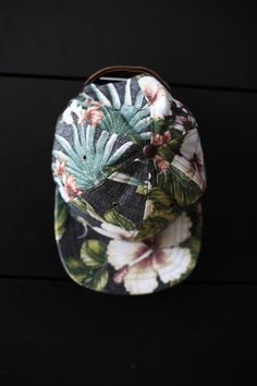 tuckedstyle:    Tropical Flower Alinko Hat by Ale et Ange.    Vida floral