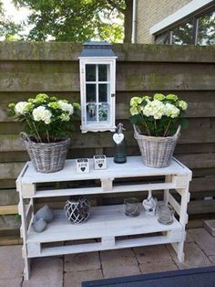 20 Brilliant DIY Pallet Furniture Design Ideas to Inspire You - diy pallet creations Pallet Furniture, Garden Furniture, Indoor Garden, Home And Garden, Pallets Garden, House Inside, Back Gardens, Pallet Lounge, Interior Decorating