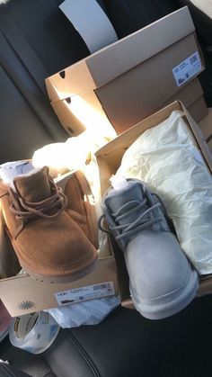 Uggs are not only the most loved but also the most controversial boots on the market. What makes them so loved and so hated at the same time? This article will answer both those questions! Comfortable Boots, Comfy Shoes, Shearling Boots, Leather Boots, Ugg Style Boots, Fru Fru, Vegan Boots, Ugg Slippers, Sheepskin Boots