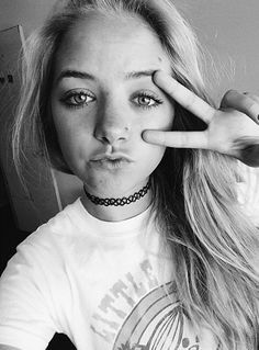 Hey im alison. U can call me alice or alli. Im 16 and single! I play soccer, lacrosse, hockey, I snowboard, surf and skateboard. I occasionally sing and I love to draw. I play the saxophone, clarinet, acoustic, and bass guitar, and the ukulele. So intorduce !