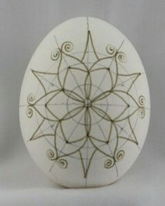 Snowflake Pysanka Step-by-Step: Wax Many pictures of snowflakes. Diy Crafts To Do, Egg Crafts, Easter Crafts, Egg Shell Art, Dot Art Painting, Painting Eggs, Carved Eggs, Easter Egg Designs, Egg Dye