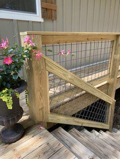 DIY Hog Wire Deck Railing Wire Deck Railing, Hog Wire Fence, Deck Railing Design, Deck Design, Wooden Fence, Cool Deck, Diy Deck, Deer Resistant Garden, Deck Building Plans