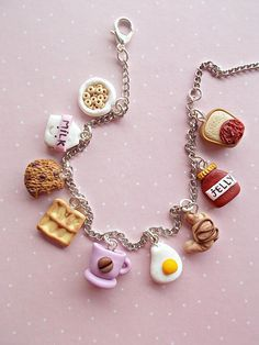 Food charm bracelet jewelry created from polymer clay. With delicious sweets. Th… - DIY Jewelry Simple Ideen Polymer Clay Kawaii, Polymer Clay Charms, Polymer Clay Creations, Polymer Clay Jewelry, Halloween Schmuck, Halloween Jewelry, Halloween Earrings, Bff Necklaces, Friendship Necklaces