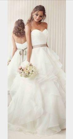 A(z) 76 legjobb kép a(z) menyasszonyi ruha táblán  8b89fd171d