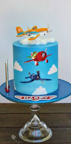 From Kidacity - Disney Pixar Planes cake Fancy Cakes, Cute Cakes, Pretty Cakes, Beautiful Cakes, Amazing Cakes, Disney Planes Cake, Disney Cakes, Dusty Cake, Fondant Cakes