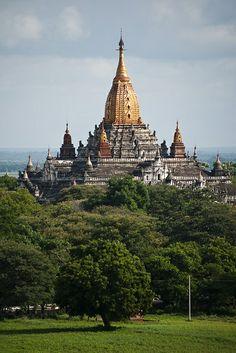 Birmania o Myanmar, oficialmente República de la Unión de Myanmar, es un país soberano del sudeste asiático. Desde 2005 su capital es Naipyidó