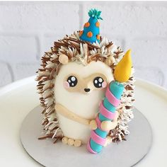 Hedgehog cake for First Birthday party kuchen ostern rezepte torten cakes desserts recipes baking baking baking Fancy Cakes, Cute Cakes, Pretty Cakes, Mini Cakes, Cupcake Cakes, 3d Cakes, Fondant Cakes, Hedgehog Cake, Hedgehog Birthday