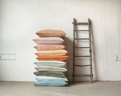 ML Fabrics - Linnen Stoffen Groothandel Velvet Cushions, Floor Cushions, Cushions On Sofa, Pillows, Textiles, Cushion Fabric, Looks Vintage, Decorative Cushions, Cotton Linen
