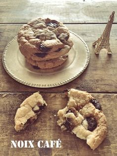 ◆簡単ザクザククッキー◆ ミックス粉&ビニール袋で簡単クッキー。 スタバ風に大きくソフトに焼きあげました。 思いたったらすぐできます!