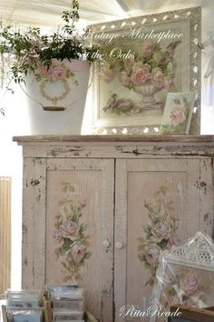 <3 Beautiful cabinet with roses painted