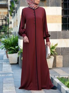 SHUKR's long dresses and abayas are the ultimate in Islamic fashion. Niqab Fashion, Street Hijab Fashion, Fashion Outfits, Muslim Women Fashion, Islamic Fashion, African Fashion Dresses, African Dress, Abaya Pattern, Mode Abaya