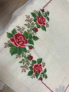This Pin was discovered by Çiğ Cross Stitch Rose, Cross Stitch Borders, Cross Stitch Flowers, Cross Stitch Charts, Cross Stitch Patterns, Rose Embroidery, Hand Embroidery Designs, Embroidery Applique, Cross Stitch Embroidery