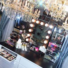 So beautiful!! Amazing vanity set. (Photo credit: @brian_champagne via Instagram)