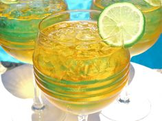 The Best Drink Recipe to Close the Summer in Style: Bajan Rum Punch The Happy Hour Rum Punch Recipes, Summer Drink Recipes, Summer Drinks, Pool Drinks, Fun Drinks, Healthy Cocktails, Alcoholic Beverages, Barbados Rum, Latin American Food