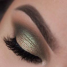 """I was inspired by Nikkitutorials to use some green tones and I found the makeup geek shadows matched my vision perfectly. I used """"peach smoothie"""" as transi"""
