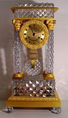 Reloj francés del clavo Primer Imperio Encimera de cristal y bronce dorado Pórtico Reloj de la chimenea por Le Roy, París, Francia
