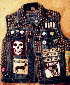 Punk jean vest with custom patches and gold mushroom spikes. Get the supplies… Punk Fashion, Diy Fashion, Style Punk Rock, Punk Jeans, Jean 1, Mode Punk, Grunge, Punk Jackets, Battle Jacket