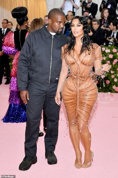 On the way: Kim Kardashian and Kanye Wests (pictured together at the Met Gala on Monday) surrogate is in labor Kim Kardashian Bikini, Estilo Kardashian, Kim Kardashian And Kanye, Kardashian Family, Kardashian Style, Kardashian Jenner, Kim And Kanye, Anna Wintour, Robin Williams