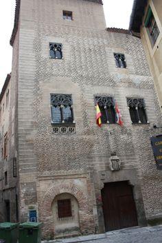 Publicamos el palacio del Conde Alpuente, en Segovia.  #historia #turismo  http://www.rutasconhistoria.es/loc/palacio-del-conde-alpuente