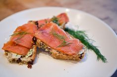 Smoked Salmon On Irish Soda Bread Crostini Recipe - Genius Kitchen Irish Appetizers, St Patrick's Day Appetizers, Appetizer Recipes, Dinner Recipes, Irish Desserts, Appetizer Dips, Seafood Recipes, Food Network Recipes, Food Processor Recipes
