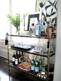 DIY Home Bar Cart Apparently, you are going to require bar tools! A little bar… Mini Bars, Bar Vintage, Gold Bar Cart, Black Bar Cart, Home Bar Decor, Bar Cart Styling, Bar Furniture, Furniture Design, Furniture Market