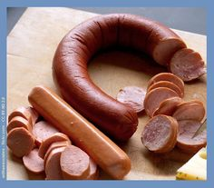 A simple recipe that uses just five ingredients to allow you to make Pickled Hot Polish Sausages that are ready to eat in just 48 hours. Pickled Meat, Pickled Sausage, Pickled Eggs, Pickled Kielbasa Recipe, Polish Sausage Recipes, Polish Recipes, Meat Recipes, Polish Food, Charcuterie