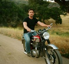 Znalezione obrazy dla zapytania gerard butler motorcycle
