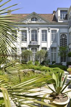 Hôtel Verhaegen is a luxury boutique B&B set in a beautiful mansion located in the heart of historical Ghent. Ghent Belgium, School Design, 18th Century, Townhouse, Restoration, Mansions, House Styles, Luxury, 18 Months