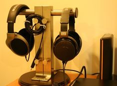 10 Super Creative DIY Headphone Stand Ideas (Some are from Recycled Materials) Diy Headphone Stand, Diy Headphones, Hifi Audio, Recycled Materials, Home Projects, Headset, Diy And Crafts, Recycling, Studio Ideas