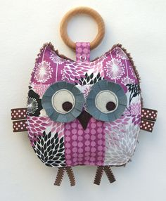 patchwork owl toy with teether & - another idea! Fall Owl, Owl Keychain, Owl Kids, Owl Purse, Owl Quilts, Owl Pillow, Art Deco Posters, Owl Art, Cute Owl