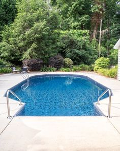 Swimming Pool Liner Makeover Reveal | Get all the details of our pool renovation with out new vinyl pool liner from GLI Pool Products TrueStone Collection. #ad #poolrenovation