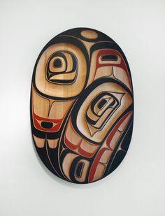 Raven Oval Panel - Phil Gray Red Cedar, Acrylic x x … Arte Haida, Haida Art, Inuit Art, Tlingit, Native Design, Canadian Art, Native American Tribes, Indigenous Art, Aboriginal Art