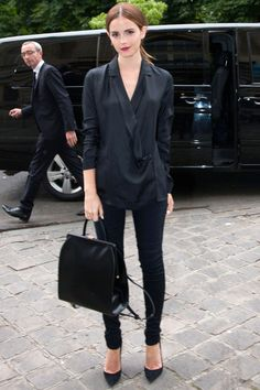 Emma Watson In Head-To-Toe Black At The Giambattista Valli Show During Haute Couture Paris Fashion Week, 2014 Looks Chic, Looks Style, Mode Chic, Mode Style, Couture Fashion, Paris Fashion, Street Fashion, Ropa Semi Formal, Emma Watson Style