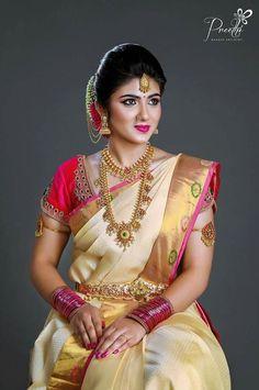 25 Modish White Bridal Silk Saree to try for your Wedding - Wedandbeyond Bridal Sarees South Indian, South Indian Bridal Jewellery, Bridal Silk Saree, Indian Bridal Makeup, Indian Bridal Fashion, South Indian Weddings, Indische Sarees, Wedding Saree Blouse Designs, Wedding Sarees