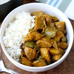 Spicy Jamaican Chicken Curry Recipe that only takes 10 minutes to prep! Tangy an… Spicy Jamaican chicken curry recipe, which takes only 10 minutes to prepare! Spicy and spicy aromas that you can not stop eating. Do it today! Easy Asian Recipes, Indian Food Recipes, Healthy Recipes, Jamaican Dishes, Jamaican Recipes, Jamaican Curry Chicken, Chicken Curry, Caribbean Curry Chicken, Chicken Breast Curry