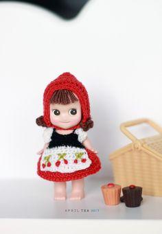 어쩌다 보니 늦은 새해 첫글! 하이디 엔젤로 인사드려요 :) 뜨고 싶던 배색으로 하고나니 알프스 소녀 하이... Kewpie, Knit Or Crochet, Crochet Toys, American Girl Baby Doll, Sonny Angel, Doll Closet, Baby Doll Toys, Plastic Doll, Tiny Dolls