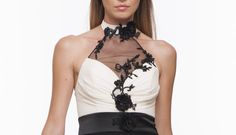 Audaci trasparenze ed eleganti dettagli per una donna #sensuale e #grintosa #fashion #blackwhite #tuta #jumpsuite #dettails