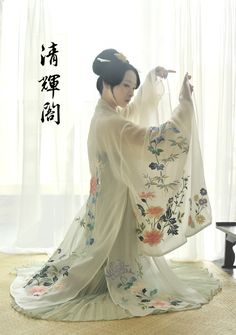 moonbeam-on-changan:Authentic Chinese Hanfu(汉服) by Qinghuige(清辉阁). This style of…