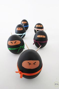 DIY Ninja Easter EggsMake these Ninja Easter Eggs with materials you probably already have. The best part of this Easter egg DIY is that you don't need egg stands, because the toothpick ninja swords balance the eggs. For everything DIY Easter go. Funny Easter Eggs, Easter Crafts For Kids, Fun Crafts, Funny Eggs, Easter Egg Designs, Diy Ostern, Easter Party, Easter Table, Egg Decorating