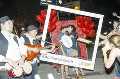 SUBWAY sorprendió a sus fans en el día de San Valentín   SUBWAY la franquicia de sándwiches más grande del mundo sorprendió el 14 de febrero a aquellos fans que se encuentran enamorados en este día de San Valentín con una activación en el pleno corazón del barrio de Palermo en Buenos Aires  Siguiendo con la consigna de su campaña Anímate a elegir SUBWAY festejó el día de los enamorados junto a aquellos fans que se animaron a elegir a esa persona especial en su vida. Distintas parejas fueron…