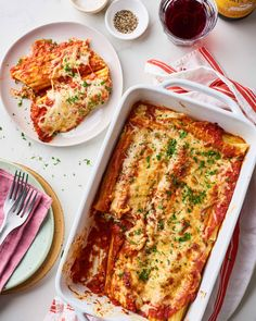Beef and cheese manicotti . Lasagna-lovers, listen up — manicotti is like lasagna's fancy older sister, and you're gonna want to make it ASAP. It has all the same comfort food satisfaction as your favorite pasta bake, but … Baked Manicotti, Manicotti Pasta, Cheese Manicotti, Italian Dishes, Italian Recipes, Italian Pasta, Italian Foods, Cooking Time, Cooking Recipes