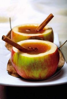 Spiced apple cider in apple cups signature cocktail | Autumn and fall or winter wedding food and drink ideas with Goose and Berry via @thebijoubride