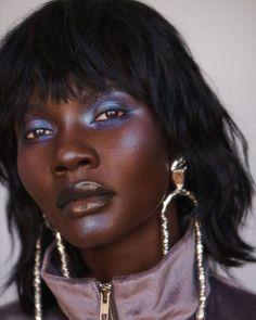 Natural Glowy Makeup, Glossy Makeup, Dark Skin Makeup, Hair Makeup, Glowy Skin, Bold Makeup Looks, Creative Makeup Looks, Black Girl Makeup, Girls Makeup